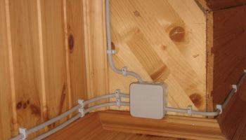 Правила прокладки наружной проводки в квартире и деревянном доме