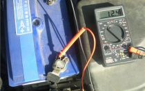 Проверка зарядки при помощи мультиметра